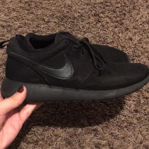 le scarpe nike roche tutto nero poshmark